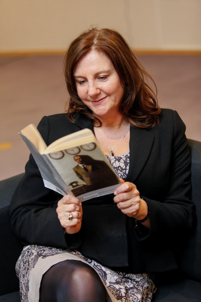 "MEP Arlene McCARTHY with a book for the ""Get caught reading"" campaign"